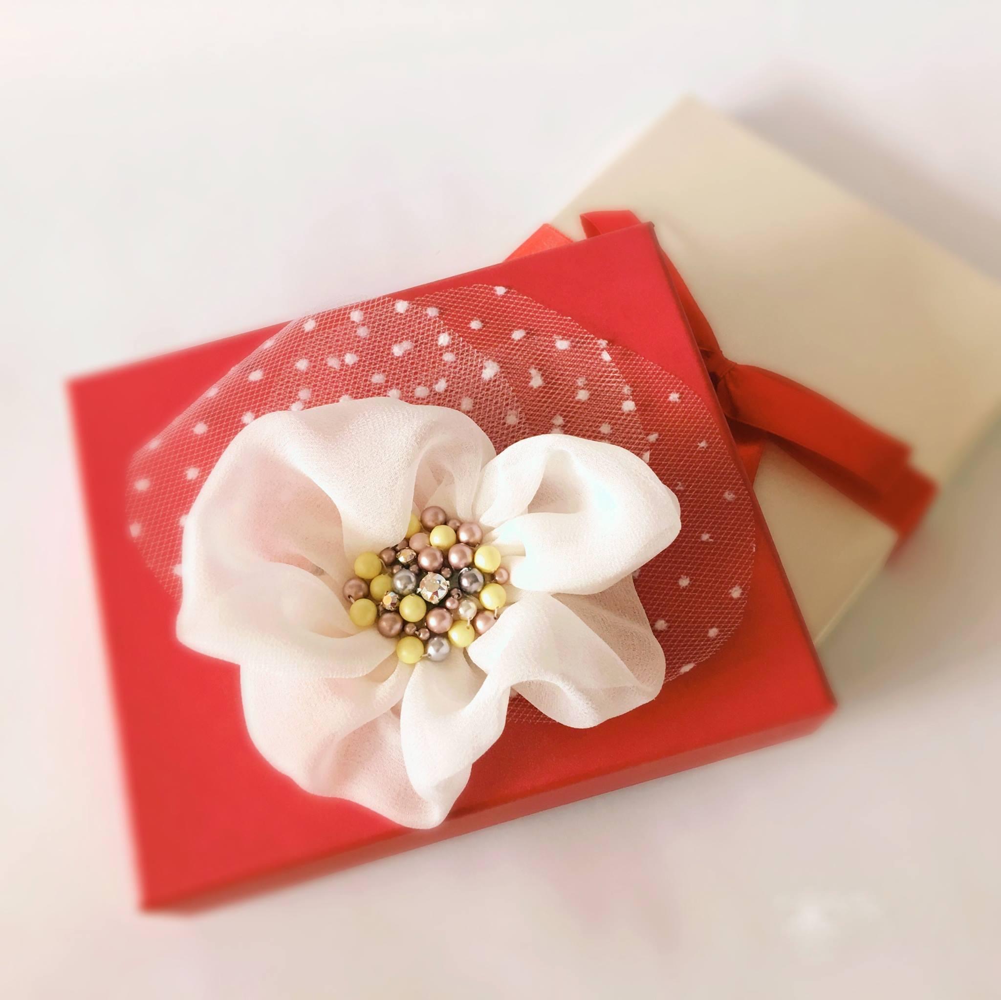 floare-par-matase-voal-swwarovski-perle